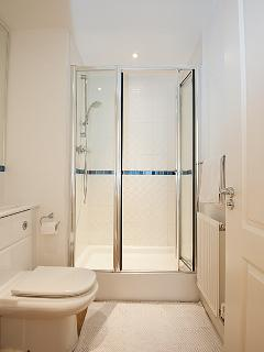 King-sized Double Bedroom 1 En-suite Shower Room