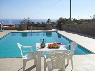 TRADITIONAL MADEIRA COTTAGE W/ Internet & Pool, Arco da Calheta
