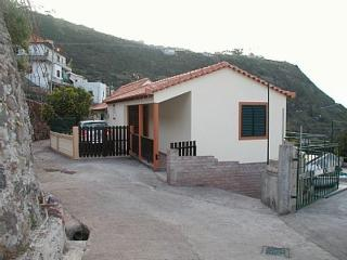 TRADITIONAL MADEIRA COTTAGE W/ Internet & Pool