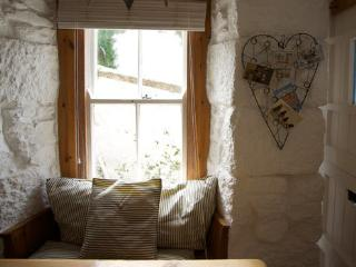 Pretty Cottage by the beach in Downalong St Ives