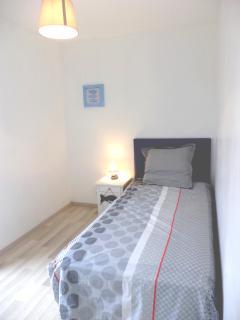 1 chambre au rez de chaussée (1 lit 90x200 cm)