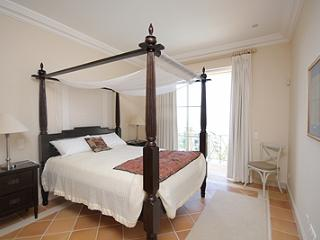 GUEST BEDROOM WITH PRIVATE BATHROOM, OPENS ONTO OWN TERRACE WITH FUNCHAL AND SEA VIEWS