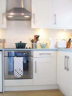 Well equipped kitchen with oven and ceramic hob