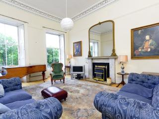 CENTRAL 7 BEDROOM TOWNHOUSE, Edimburgo