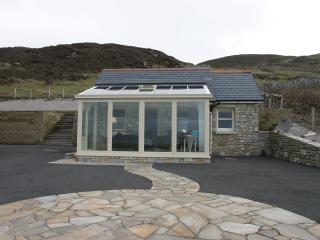 Front view of this cosy for two guest Lodge