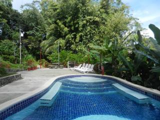 2BR Eco Condo w/ pool, close to town & beaches