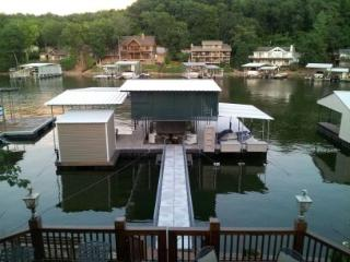 4 Bedroom home - Lake Front -12'x28' boat slip -No Wake