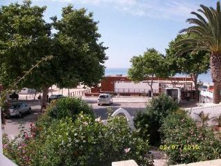 Cosy townhouse located in first line to the beach, Luz