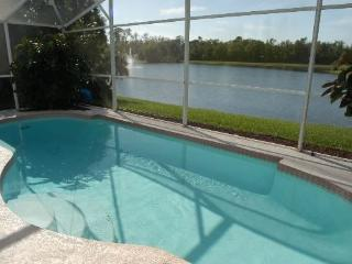 Cozy 3 bedroom / 2 bathroom House With Private Pool And Scenic Lake View, Kissimmee