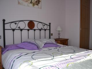 Dormitorio principal, cama de 150 cm de ancho con colchón de alta gama...