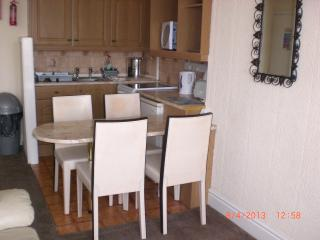 Fully equipped kitchen with dining area for 5 persons