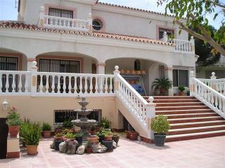 Villa lujo gran piscina privada. 22 personas,bbq, Alhaurín de la Torre