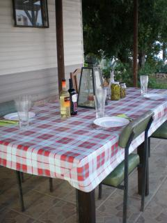 Al fresco dining - so many good local wines, olives, meats, breads and manchego!