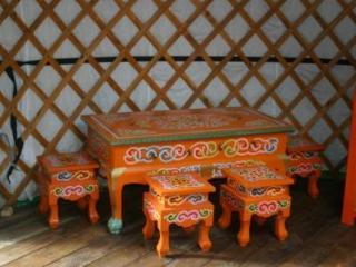 Traditional Mongolian furniture in Oaks yurt