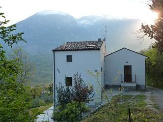 Casa del Ruscello, holiday villa, sleeps 9, holiday rental in Casoli