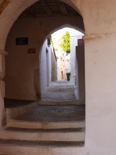Tiny alleyways through the Venetian Kastro