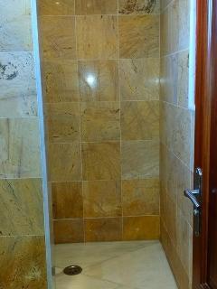 Ducha de mármol del baño 2