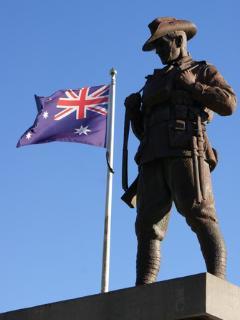 Les Australiens veillent sur le Mont Saint Quentin (guerre 1914-1918)