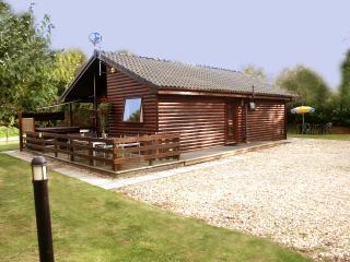 Shoveler Lodge, 5 The Green, Tattershall Lakes Country Park