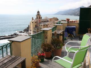Amazing seaside apartment with roof terrace, Recco
