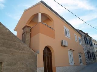 Sea view apartment, sleeps 9, Ugljan Island