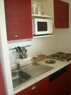 Kitchen with oven / grill and dishwasher
