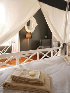 Bedroom Périgord - view from the Baldaquin