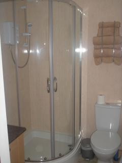 Corner shower room