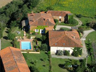 House with swimming pool, panoramic view, Toulouse