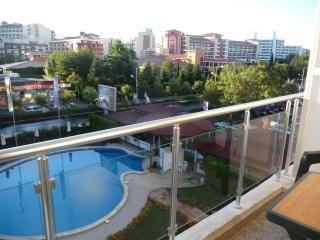 Amazing 2 bedroom apt. Sunny Beach.Centrally located.Near bus station.Free Wifi.