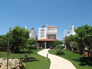 Villa Leo Beach, Gennadi