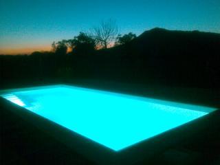 piscina con el último rayo de luz