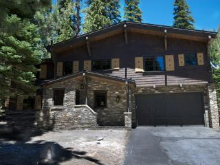 Beautiful Chalet Home Nestled in the Forest, Mammoth Lakes