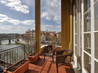TIBER VIEW: elegant  with terrace next to Navona, Rome