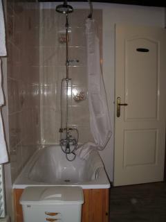 Upstairs bathroom (photo 1)