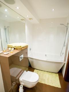 Bathroom with bathtube and rain shower