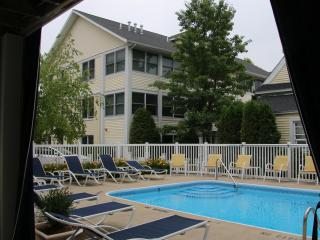 Beach Glass Getaway-Pool, Steps to Beach and Town!, South Haven