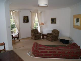 Digswell House: spacious 3 bedroom house, sleeps 5, part of regency mansion, Welwyn Garden City