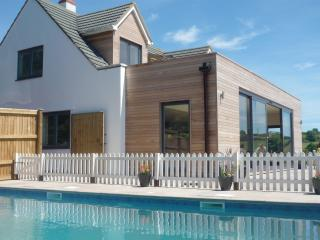 Modern Seaview coastal house nr LymeRegis and Bridport with AMAZING views & pool