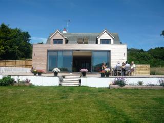 Modern Seaview coastal house nr LymeRegis and Bridport with AMAZING views & pool