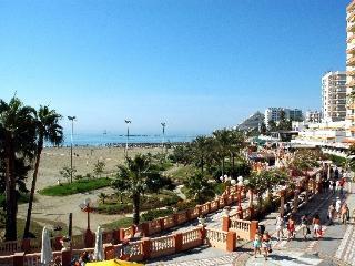 Estudio economico con piscina al lado de la playa.