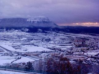 Vista al exterior desde la ventana de la terraza.Invierno.