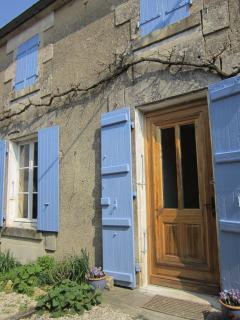 exterior of Les Volets Bleus