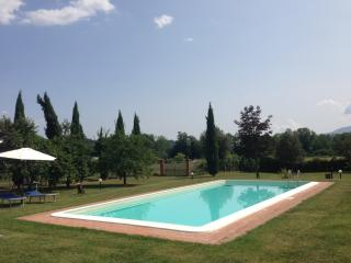 Charming countryside villa in Gragnano, Tuscany with private pool, sleeps up to 6