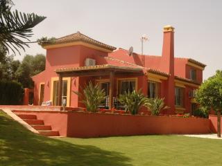 Lujoso chalet Sotogrande, 5 dorm., piscina, jardín