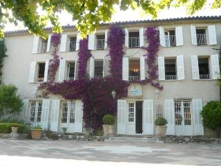 The front of the bastide