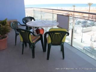 spectacular beachfront apartment!, Segur de Calafell