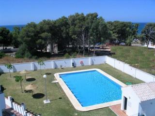 Vista a las piscinas y al mar desde la Terraza