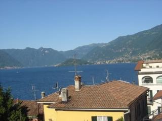 Spacious family apartment with a lake view, Bellagio