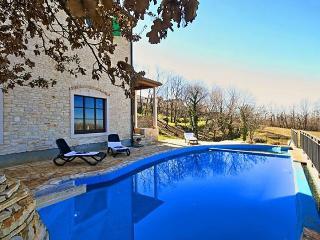 Villa Almond, Novigrad